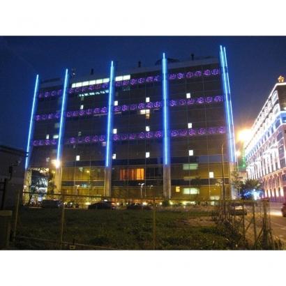 大直典華飯店外牆,GRC版片內預嵌LED、金屬質感GRC